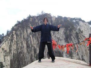 ÂmeTao Qi Gongg Posture de l'arbre à Hua Shan